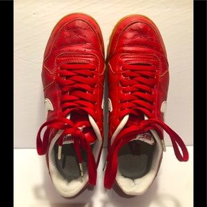 NIKE Escape Waffle Gum sole red leather GUC